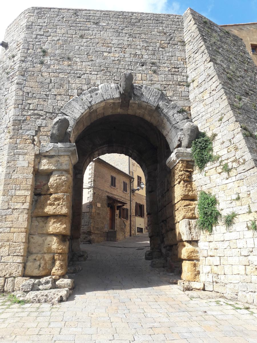 Фото Medieval wall and gates of Volterra