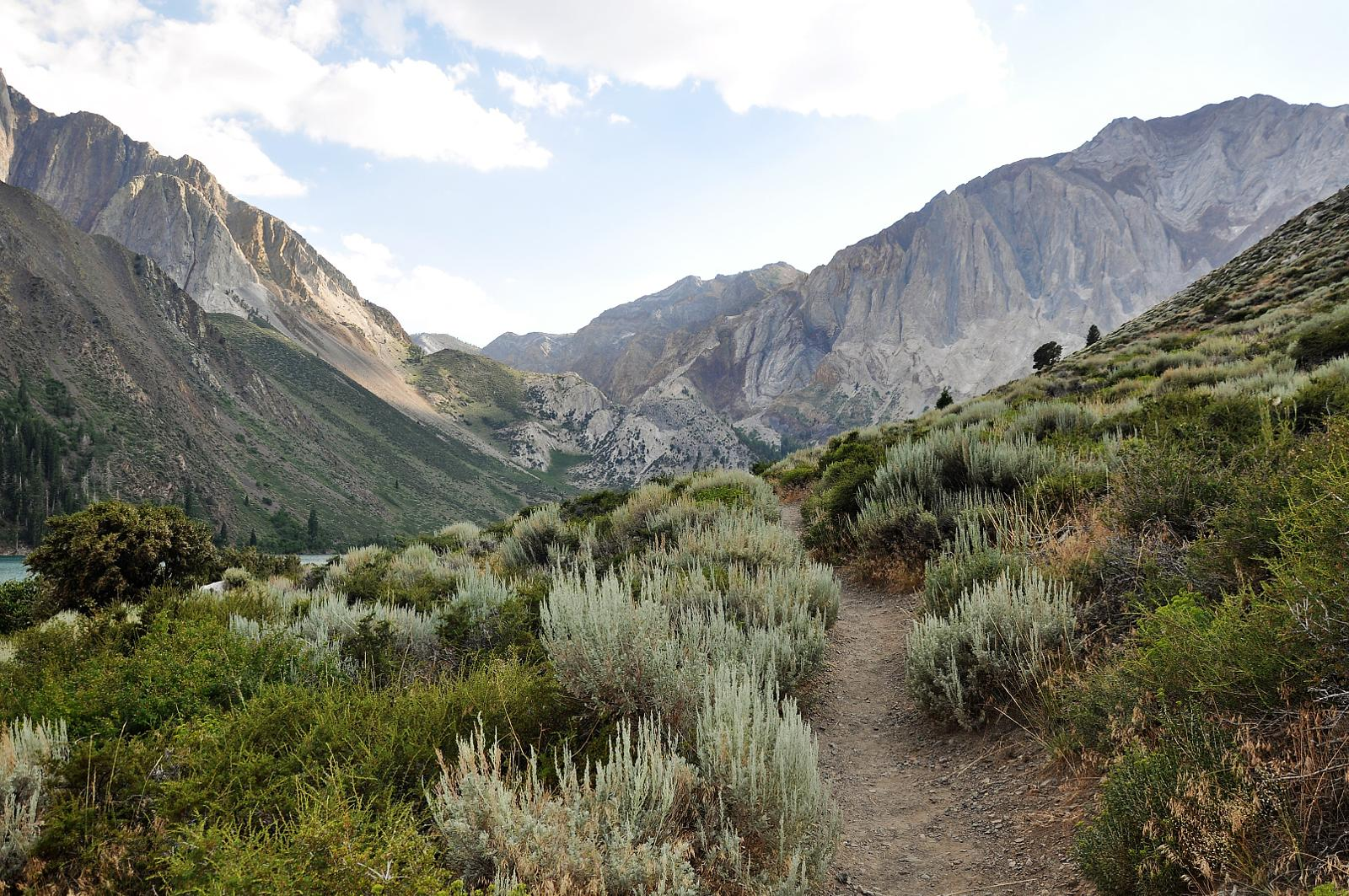 mynd af Convict Lake trail. Mammoth lakes