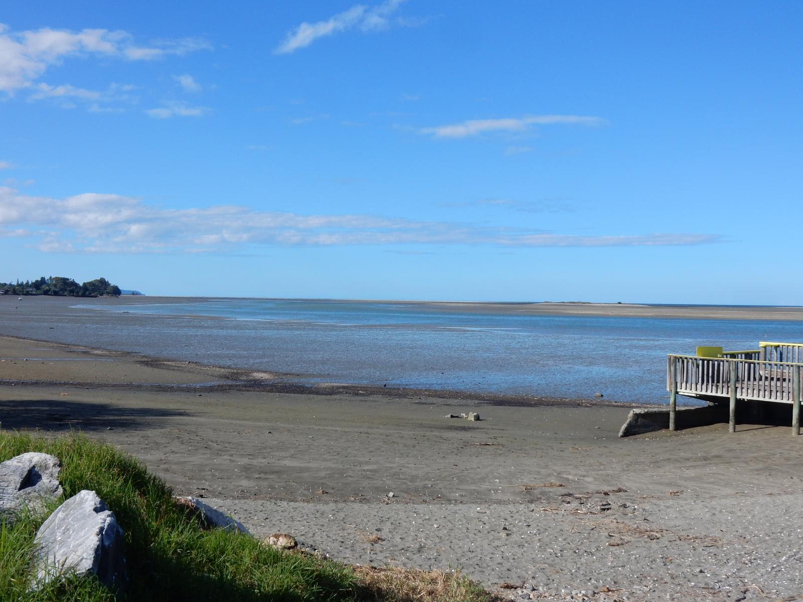 Foto de Motueka Harbour. Playa. Golf. Raumanuka