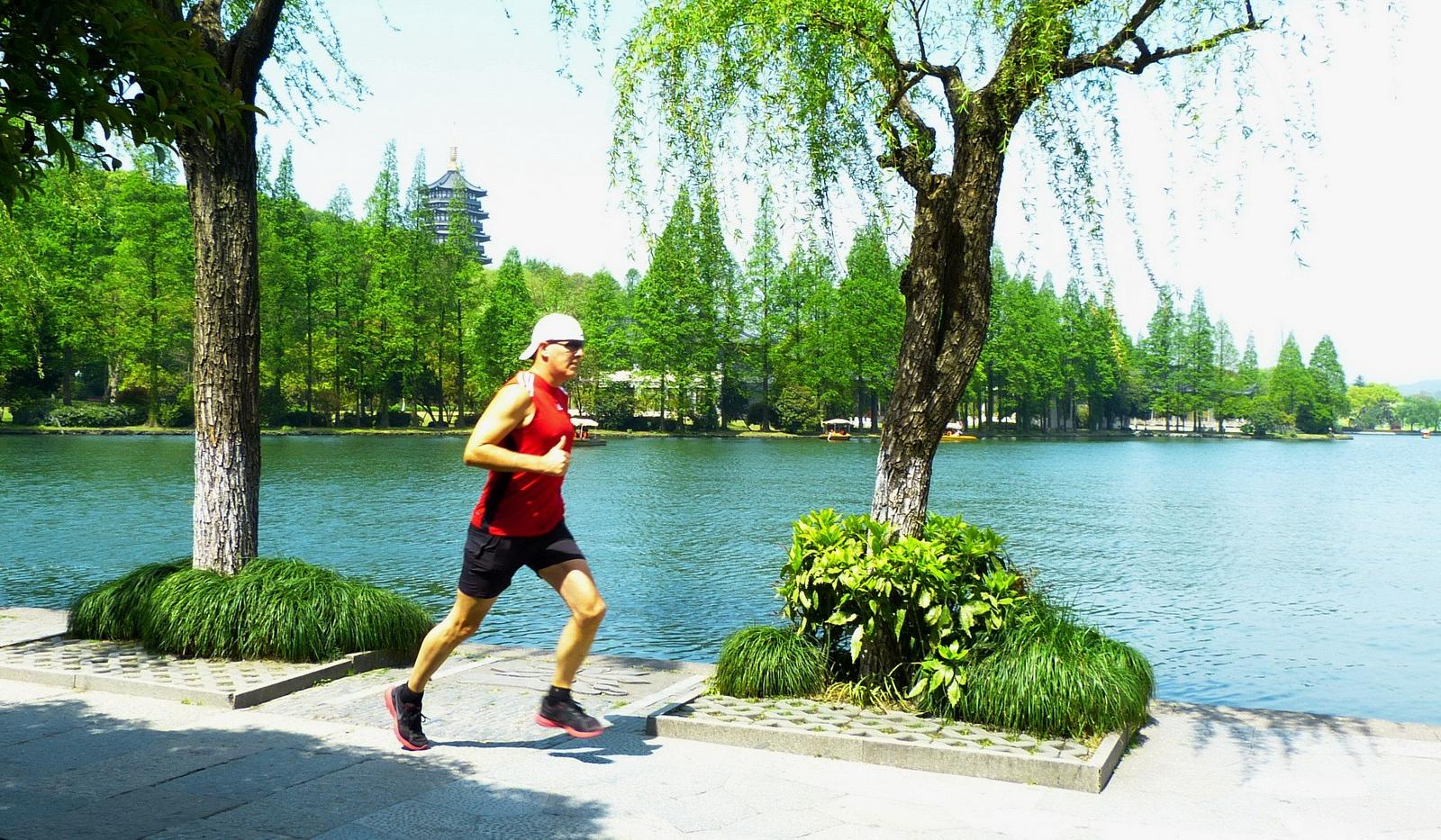 mynd af West-Lake-22.3-km-Jon-De-Leon-Hangzhou-China-4-13-13