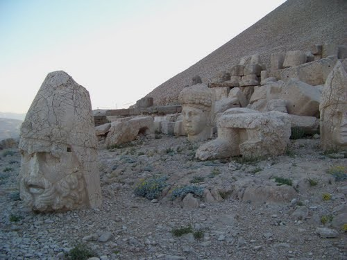 Foto de {nemrut mountain national park}کوه تاریخی نمرود