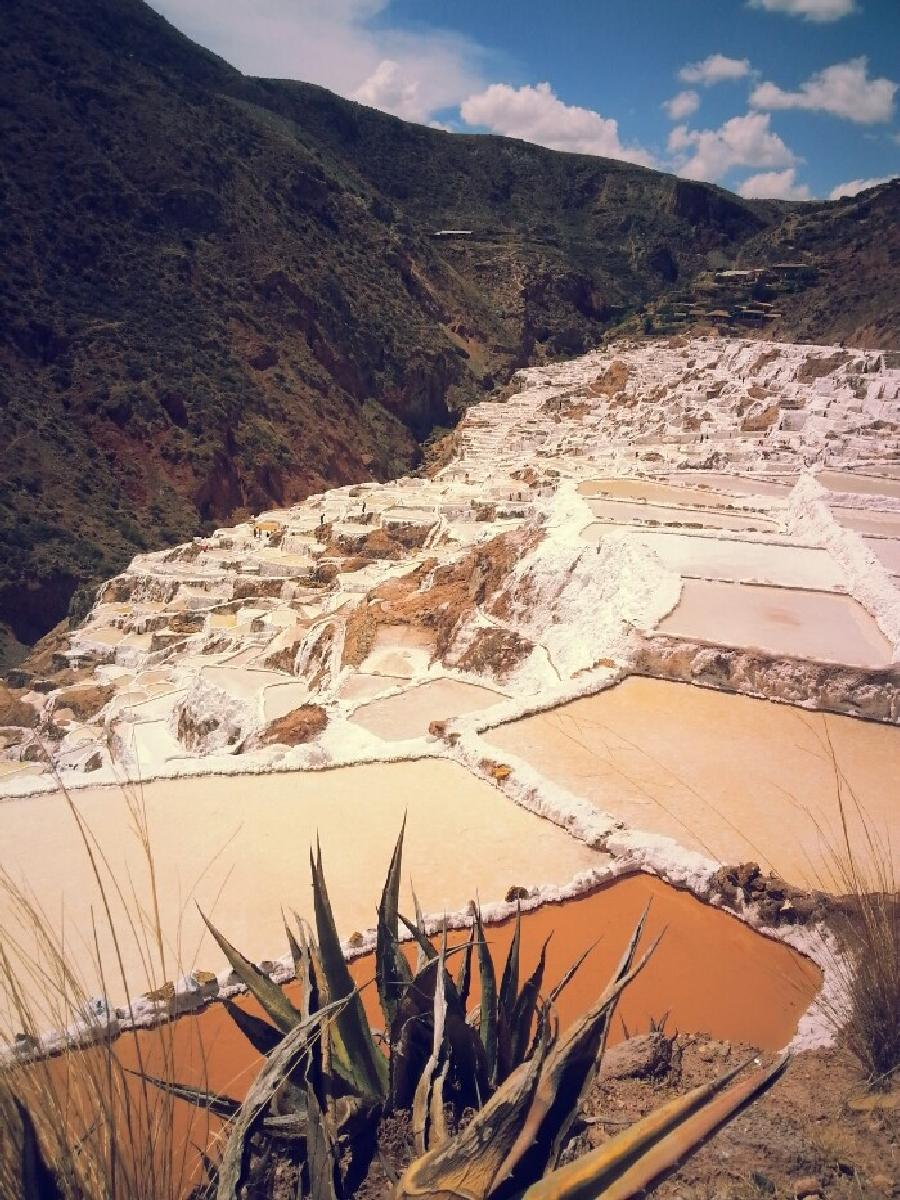 Photo de Las salinas de urubamba