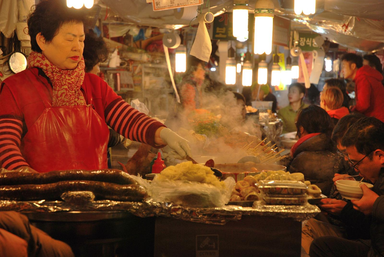 Foto von Seoul, South Korea - Traditional Markets and Food Streets