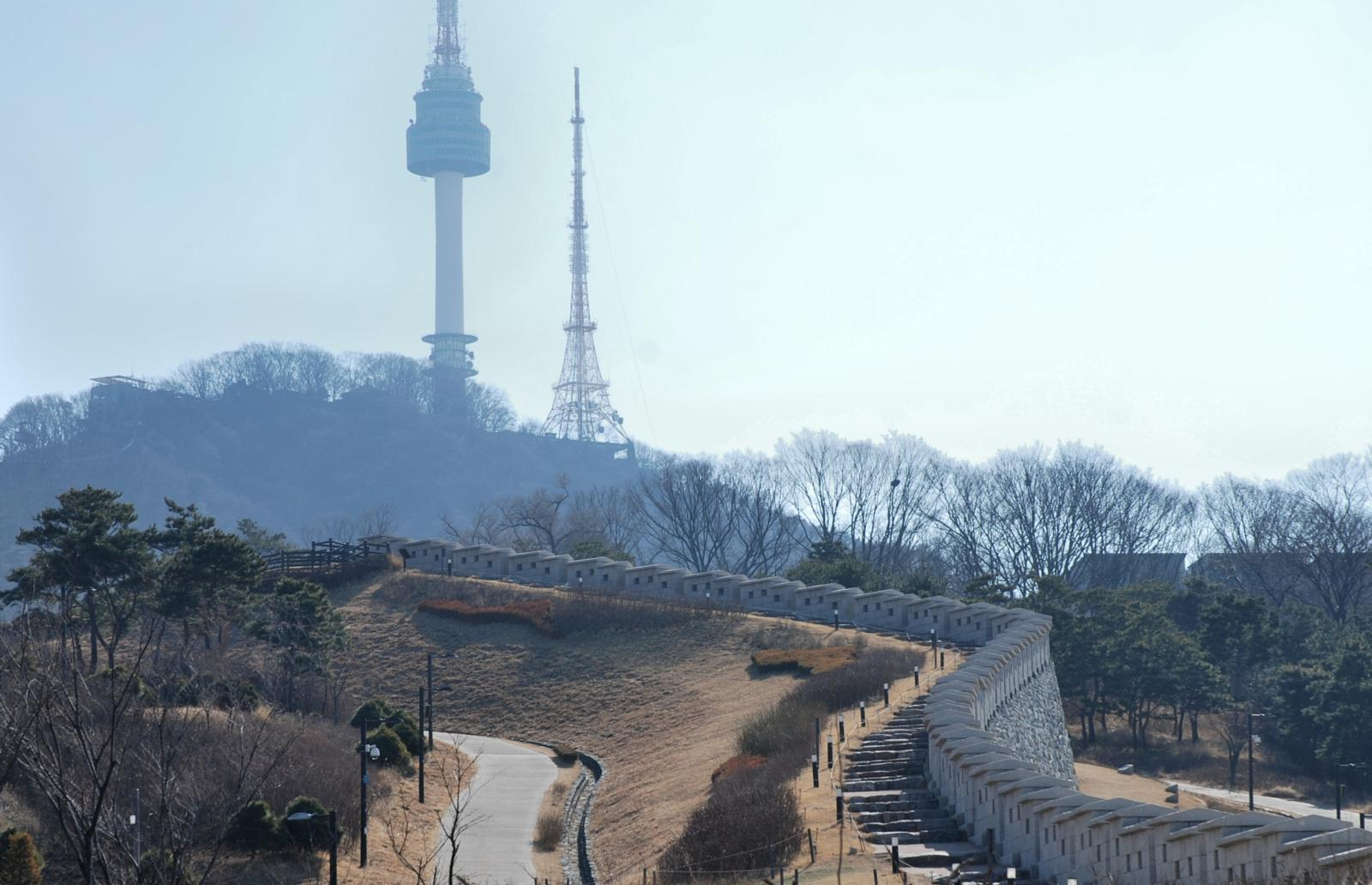 Foto van Seoul, South Korea - Namsan Park and North Seoul Tower
