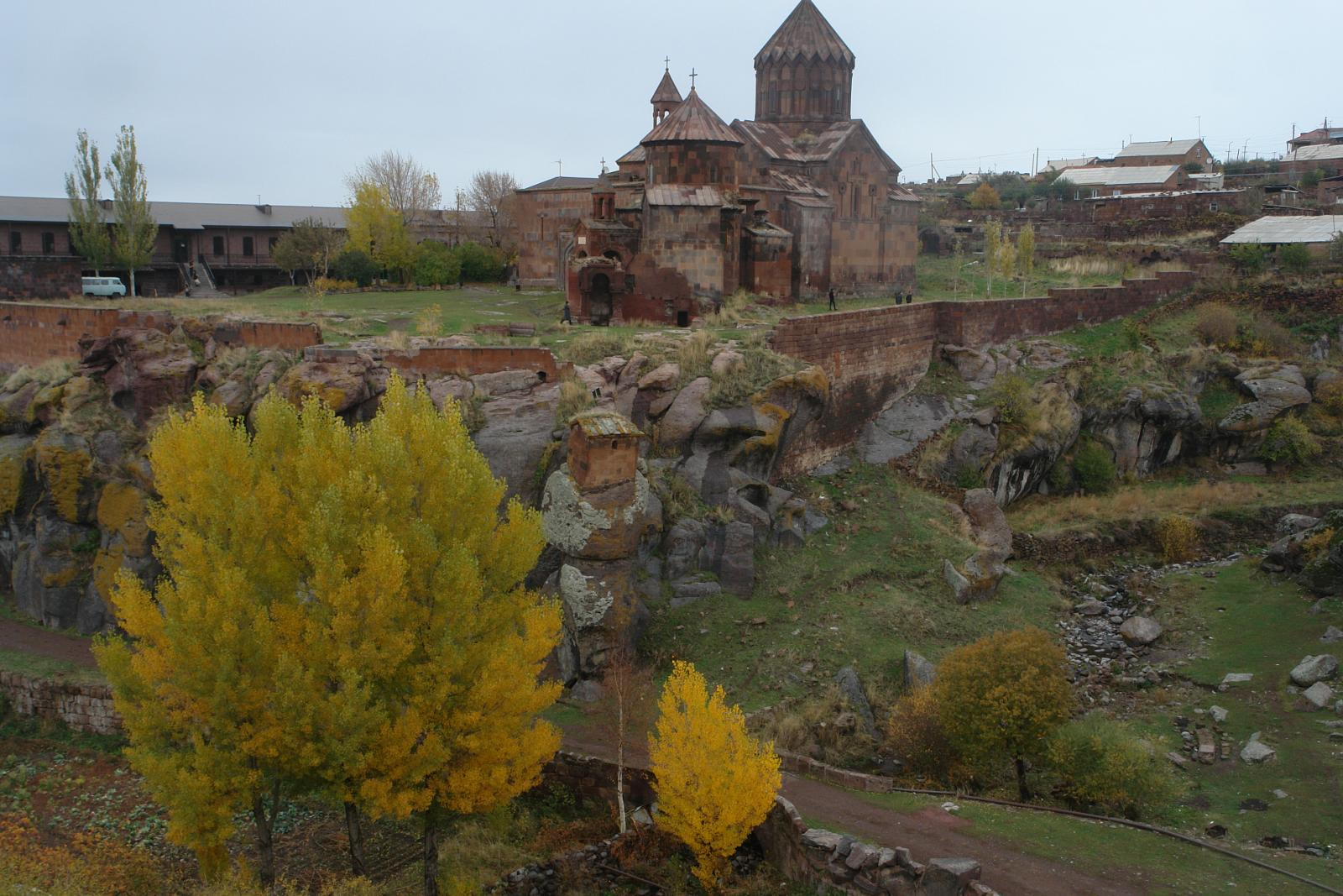 Фото Harichavank Monastery, Forests and the Medieval Monasteries of Pemzashen