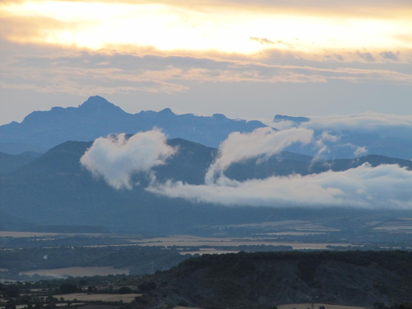 Foto de morning panorama of the Pyrenees